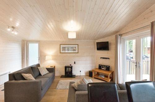 Last Minute Cottages - Superb Matlock Lodge S107373