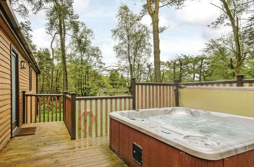 Last Minute Cottages - Luxury Matlock Lodge S107397