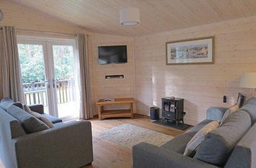Last Minute Cottages - Lovely Ashbourne Lodge S107448