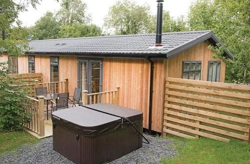 Last Minute Cottages - Lovely Cartmel Lodge S107498