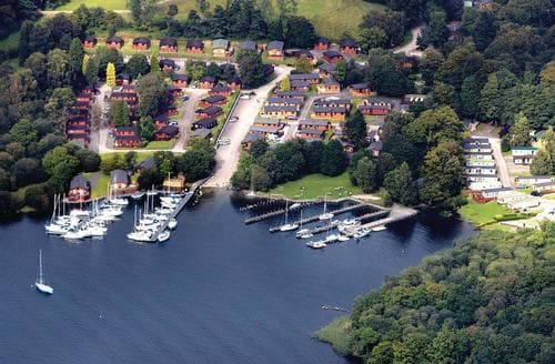 Last Minute Cottages - Attractive Lake Windermere Lodge S107547
