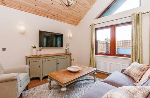 Last Minute Cottages - Gorgeous Fowlis Lodge S107763