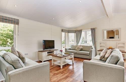 Last Minute Cottages - Beautiful Burgh St Peter Lodge S107783