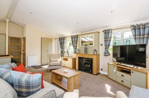 Last Minute Cottages - Gorgeous Pooley Bridge Lodge S107799