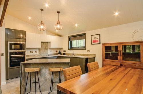 Last Minute Cottages - Quaint Matlock Lodge S107917