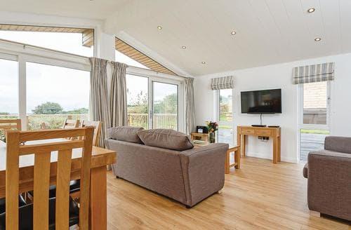 Last Minute Cottages - Tasteful Carnmenellis Lodge S107922