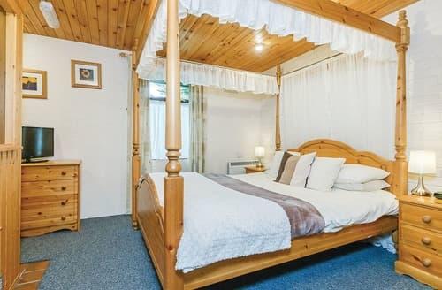 Last Minute Cottages - Superb Brecon Beacons National Park Lodge S108084