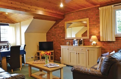 Last Minute Cottages - Tasteful Brecon Beacons National Park Lodge S108086