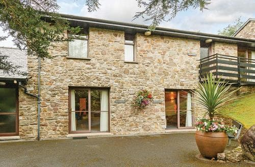Last Minute Cottages - Luxury Brecon Beacons National Park Lodge S108087