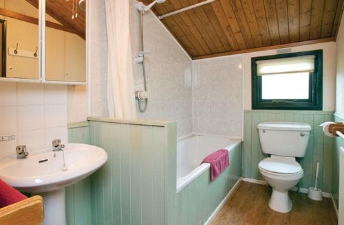 Last Minute Cottages - Excellent Bowness On Windermere Lodge S108176