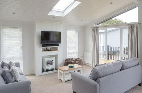 Last Minute Cottages - Cosy Bowness On Windermere Lodge S108190