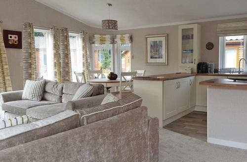 Last Minute Cottages - Wonderful Nether Coul Lodge S108216