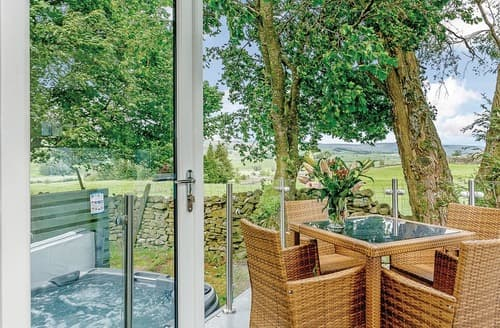 Last Minute Cottages - Attractive Hawes Lodge S108247