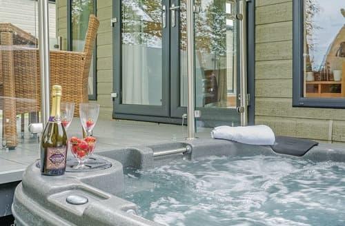 Last Minute Cottages - Charming Hawes Lodge S108246