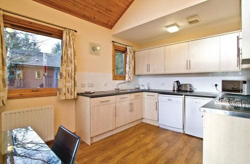 Last Minute Cottages - Cosy Fowlis Lodge S108249