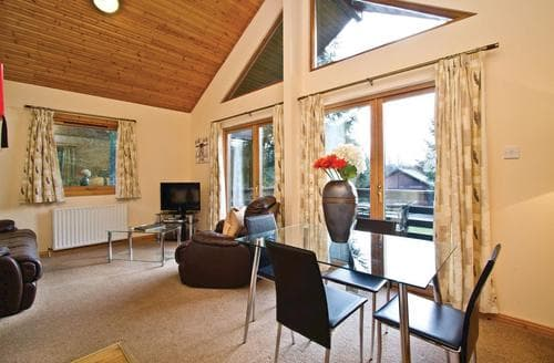 Last Minute Cottages - Luxury Fowlis Lodge S108250
