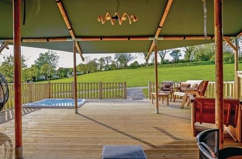 Big Cottages - Tasteful Narberth Lodge S108282