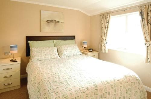 Last Minute Cottages - Cosy Shanklin Lodge S108293