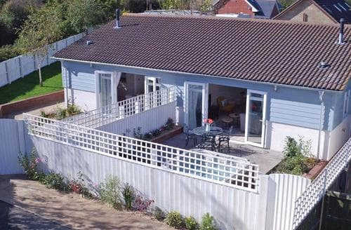 Last Minute Cottages - Lovely Freshwater Lodge S108330