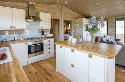 Last Minute Cottages - Wonderful Hopton Heath Lodge S108416