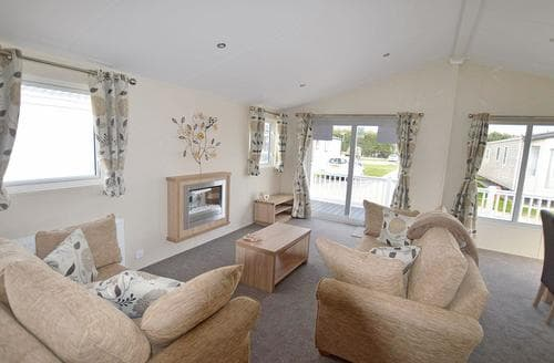 Last Minute Cottages - Beautiful Pevensey Bay Lodge S108429