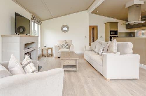 Last Minute Cottages - Delightful Westbury Lodge S108460