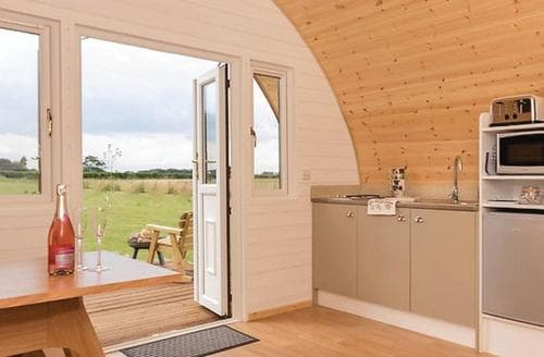 Last Minute Cottages - Lovely Hawes Lodge S108470