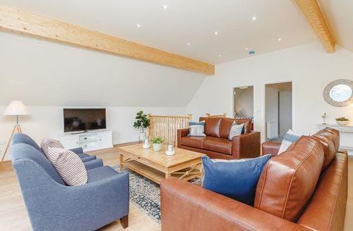 Big Cottages - Tasteful Fowlis Lodge S108479