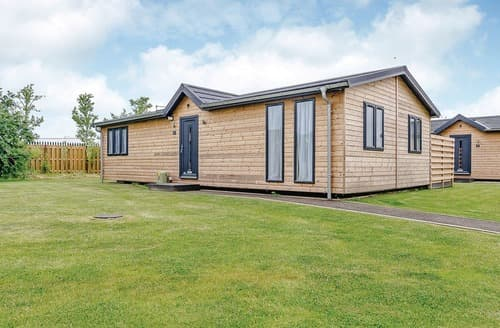 Last Minute Cottages - Inviting Hailsham Lodge S108488
