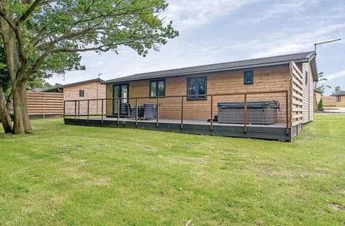 Last Minute Cottages - Attractive Hailsham Lodge S108496