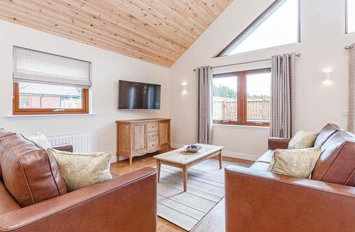 Big Cottages - Luxury Fowlis Lodge S108511