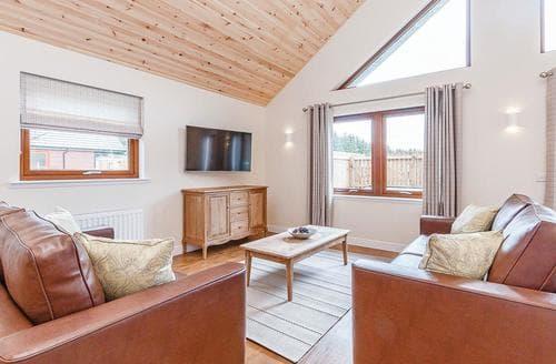 Last Minute Cottages - Luxury Fowlis Lodge S108511