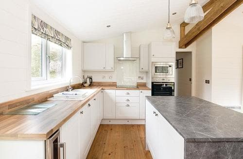 Last Minute Cottages - Stunning Matlock Lodge S108591