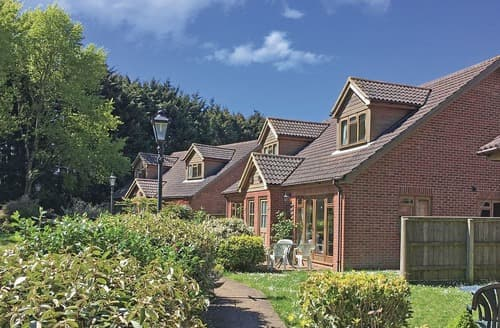 Last Minute Cottages - Tasteful Rookley Village Lodge S108604