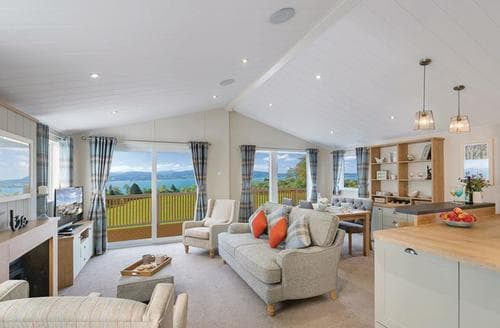 Last Minute Cottages - Beautiful Bowness On Windermere Lodge S108643