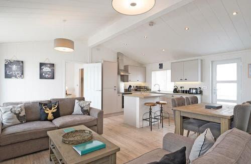 Last Minute Cottages - Luxury Raywell Lodge S108687