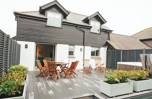 Last Minute Cottages - Exquisite Stratton Lodge S108780