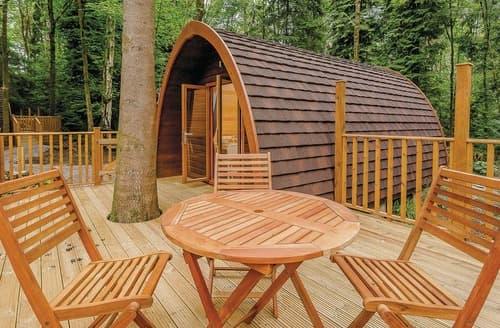 Last Minute Cottages - Delightful Westbury Lodge S108849