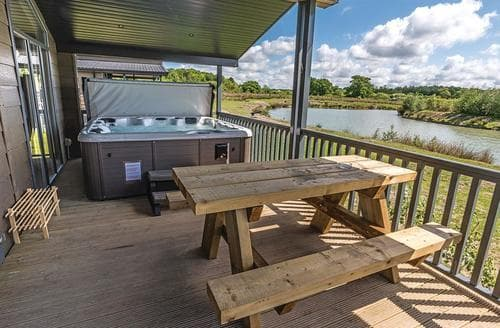 Last Minute Cottages - Luxury Woodhall Spa Lodge S109081
