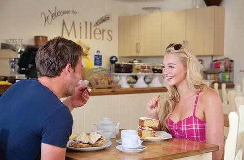 Last Minute Cottages - Beautiful Raywell Lodge S109272