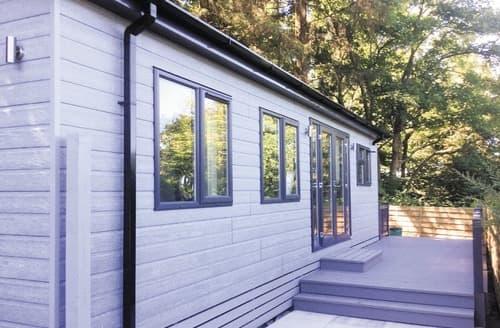 Last Minute Cottages - Superb Newby Bridge Lodge S109273