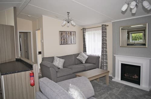 Last Minute Cottages - Tasteful Cheddar Lodge S109291