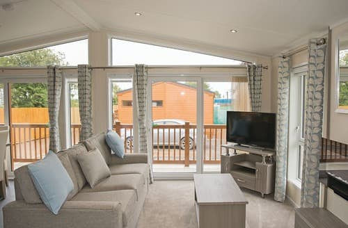 Last Minute Cottages - Lovely Cheddar Lodge S109302