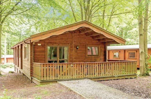 Last Minute Cottages - Luxury Louth Lodge S109354