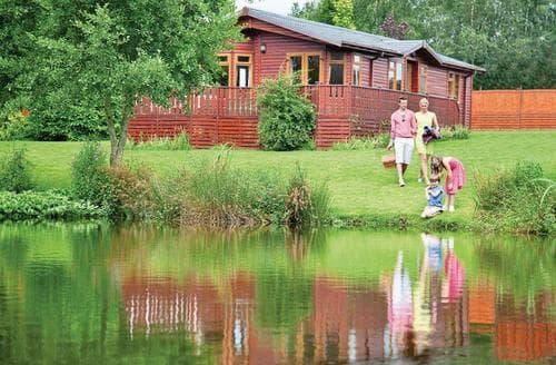 Last Minute Cottages - Cosy Hopton Heath Lodge S109417