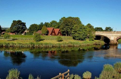 Last Minute Cottages - Delightful Bridge Of Earn Lodge S109425