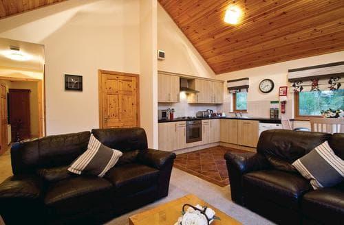 Last Minute Cottages - Beautiful Fowlis Lodge S109440