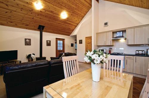 Last Minute Cottages - Luxury Fowlis Lodge S109441
