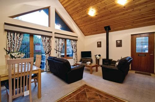 Last Minute Cottages - Luxury Fowlis Lodge S109449