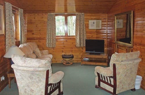 Last Minute Cottages - Lovely Birkhill Lodge S109523